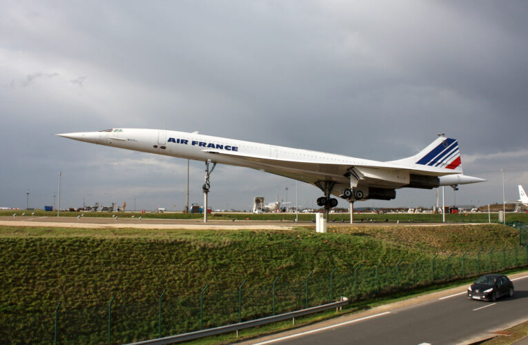 Why supersonic commercial flights are not available?